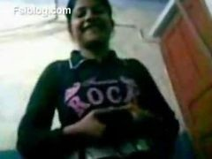 Indian College Teen From Lucknow Showing Boobs