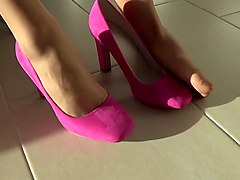 nylon footplay in pinlk pumps