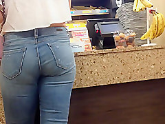 Candid PAWG at Dunkin Donuts