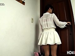 Asian baba Maya loves giving handjob