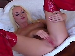 Melissa Lauren is back as a blonde to bang herself