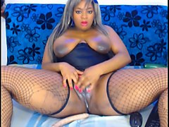 chubby whorable black nympho with pink lips was teasing her pussy