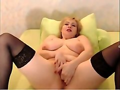 full bodied amateur mom fingering her vagina in solo video