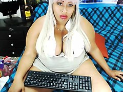 Latin BBW w Machine on Cam