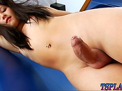 stunning tranny isabelly klein jerks off her fat cock