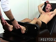 daddy sucks twink toes and naked gay guy with sexy dick feet