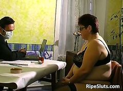 Fat mature whore receives both hands