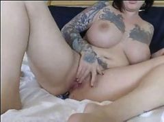 tits tattoos and toys cums on webcam